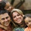 Análisis Revela Agudas Disparidades en Empleo Latino