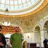 Chicago Greeters Muestra a los Visitantes la Rica Historia de Hyde Park