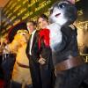 Antonio Banderas y Salma Hayek Visitan Chicago para el Estreno del Gato con Botas
