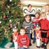Ayude a Adornar el Arbol Navideño en Community Savings Bank