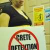 Familias se Oponen al Centro de Detención de Crete