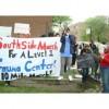 Manifestantes Piden la Reapertura de un Centro de Trauma
