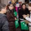 Familias Latinas Asisten a la Nueva EXPOSICION de Escuelas
