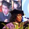 Los Colegios de la Ciudad Gradúan a la Clase más Numerosa