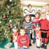 Community Savings Bank Invita a los Niños de la Localidad a Decorar el Arbol Navideño