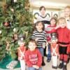 Community Savings Bank Invita a los Niños de la Localidad a Decorar el Arbol Navideño