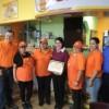 Tabares Presents 'Good Neighbor' Business Award to Los Mangos Neveria y Fruteria