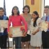 La Rep. Hernández Premia a los Concursantes del Ensayo Dental