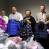 El Hospital Westlake Ayuda a Familias del Distrito 89 a Lidiar con el Comienzo del Invierno