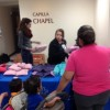 El Hospital Norwegian American Entrega Abrigos para los Niños