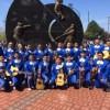 Estudiantes del Mariachi Heritage Foundation Actúan en el Juego de los Medias Blancas