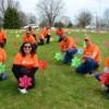 Voluntarios de ComEd Hacen que una Iglesia sea Más Eficiente en Energía y Ofrecen Ayuda al Proyecto CARE el Día del Planeta