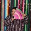 Joven Latino Lucha Contra el Desplazamiento con la Narración de Cuentos