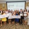 La Asociación de Operadores y Propietarios Hispanos de McDonald's® (MHOA) Celebra Los logros de la Primera Clase de Graduación de las Becas HACER