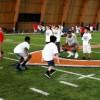 Los 'Rookies' de los Chicago Bears Practican con los Chicos de la Comunidad