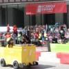 Jovencitas de Chicago Corren sus Autos Fridge en la Competencia Icebox Derby de ComEd