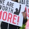 Los Salarios de los Trabajadores de Comida Rápida Rezagados en la Oficina de Chicago de Rauner tras el Veto a $15/Hora para 2.3 Millones de Trabajadores de Illinois