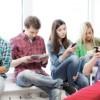 Los Adolescentes Publican en Línea para Aparecer Interesantes, Populares y Atractivos