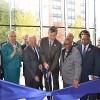 Preckwinkle Corta la Cinta del Nuevo Edificio Profesional en el Hospital Stroger