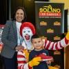 Donación masiva de zapatos de McDonald's Host
