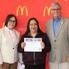 Empleados de McDonald's Obtienen un Diploma ESL a Través del Programa Archways to Opportunity