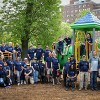 Cuidadores de Sinai Limpian el Parque Local en el Aniversario del Evento de Voluntariado