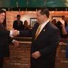 El Gobernador Firma el Paquete den Sandoval para Mejoras de Estructura