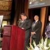 El Gob. Pritzker Recibe el Premio Agente de Cambio de Casa Central