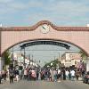 Arco histórico de Little Village Presenta Pancartas BLM