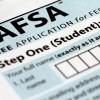 ISAC Ofrece Ayuda Gratuita a Estudiantes que Completen FAFSA